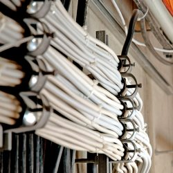 Raucharme Materialien für Kabelklemmen und Klemmen